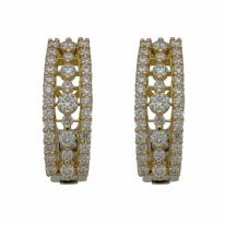 Paire de boucles d'oreille en or 18 carats sertie de 1,24 carat de diamants.