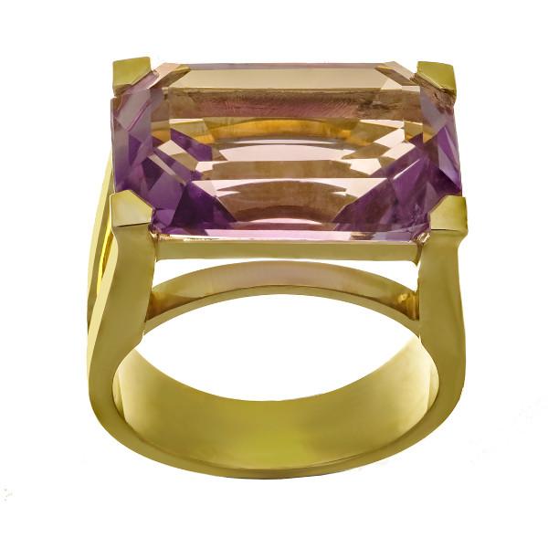 bague en or jaune 18 carats sertie d'une amethyste rectangulaire