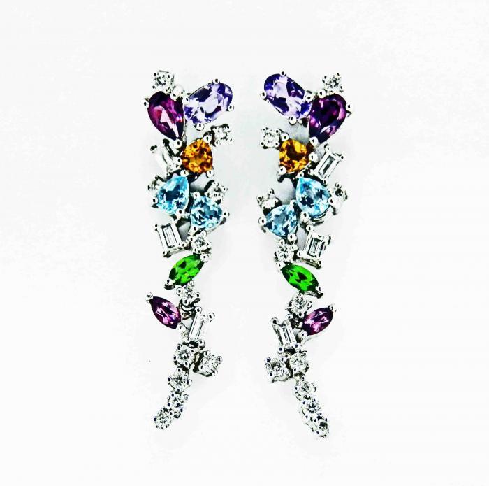 Boucles d'oreilles or blanc et pierres de couleur