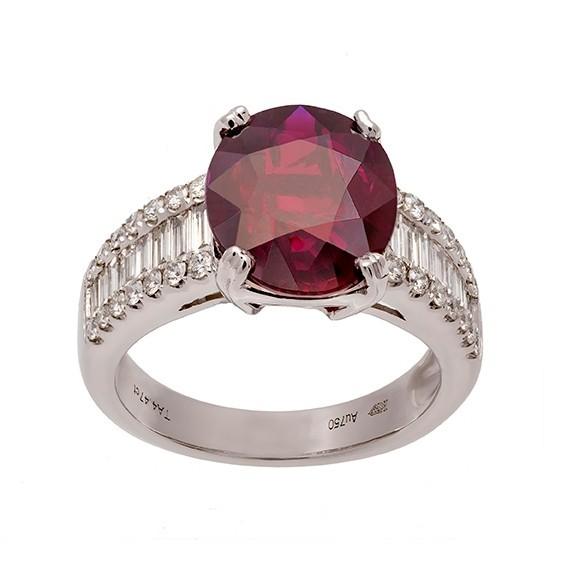 Bague rubis ovale non chauffé et diamants