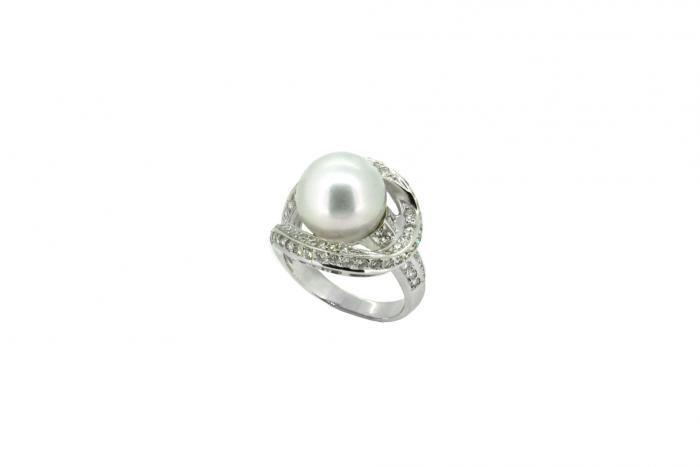 Bague perle blanche et diamants