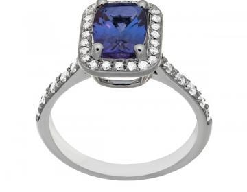 Bague en or  18 carats sertie d'une tanzanite pesant 1,48 caratet de diamants.