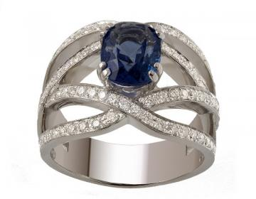 Bague en or 18 carats sertie d'un saphir non chauffé et  de diamantsdiamants