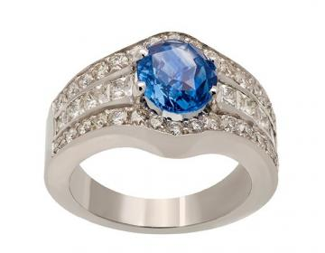 Bague large diamants et saphir ovale
