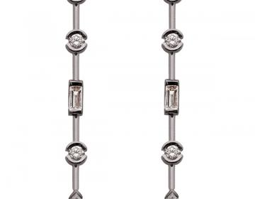 Boucles d'oreille pendantes en or 18 carats sertie de diamants