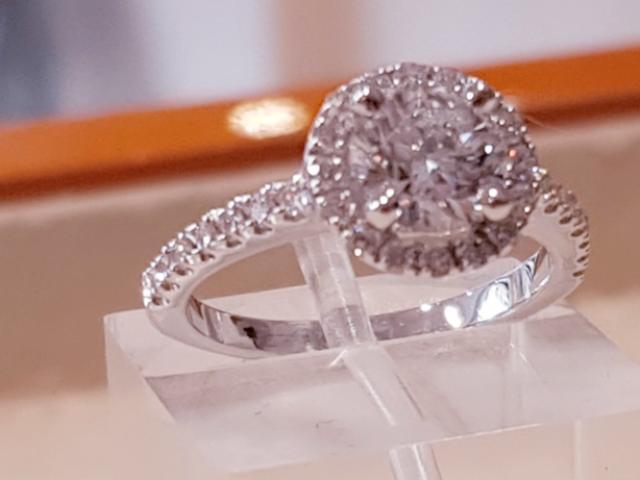 Bague solitaire diamants fabriquée par la joaillerie Or-Gemmes à Paris