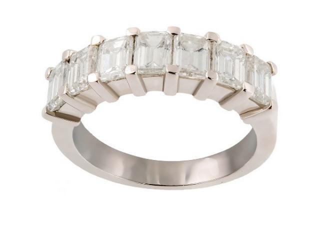 alliance sertie diamants taille emeraude or gemmes