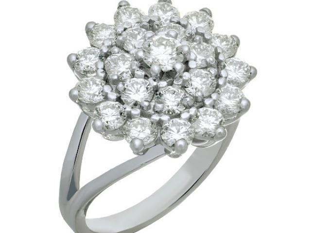 Bague double entourage en or 18 crats sertie  de 21 diamants ronds
