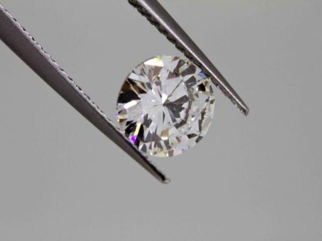 diamant 2 carats G VS2 certifié par le LABORATOIRE HRD