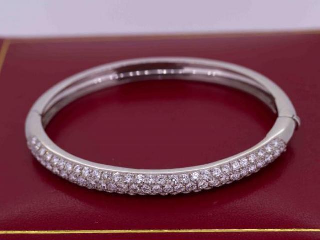 Bracelet jonc serti de diamants