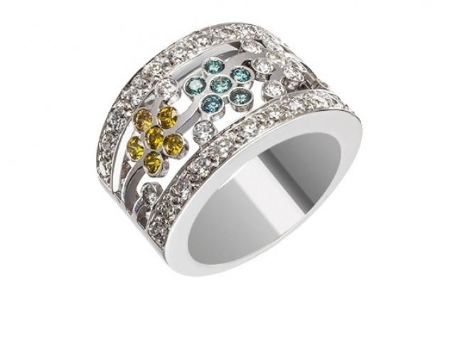 Bague large diamants de couleur