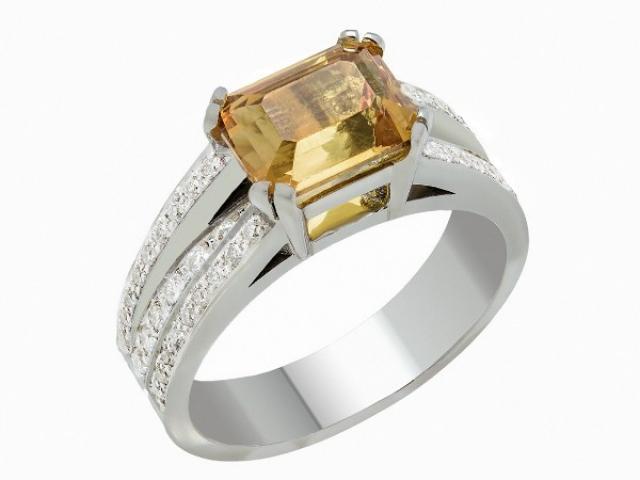 Bague en or blanc 18 carats sertie  un Saphir de couleur jaune et diamants